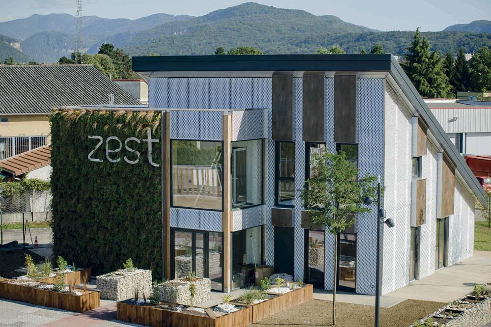 Zest, bâtiment nomade et 100% autonome en eau, en énergie, en traitement des eaux usées et en connexion Internet au be